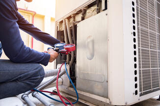 technician-is-checking-air-conditioner-measuring-equipment-filling-air-conditioners-1